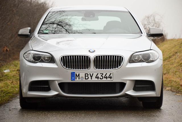 Az M-spoilerszett itt nem csak dizájnelem. A motornak iszonyatos mennyiségű levegőre van szüksége