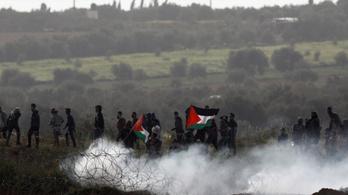Négy fiatal palesztin tüntető halt meg a gázai határnál