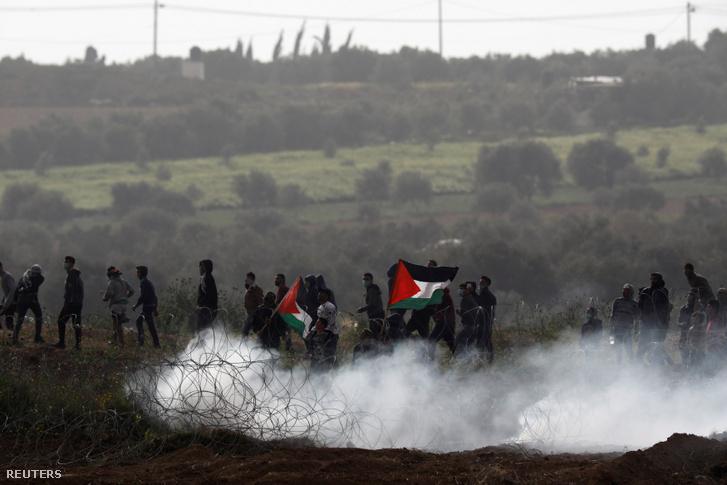 Palesztin tüntetők a gázai övezetben 2019. március 30-án