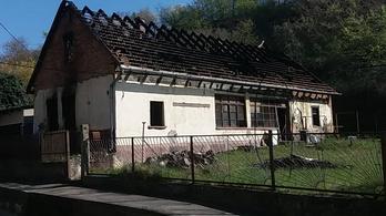 Holttestet találtak egy kiégett házban Pakson