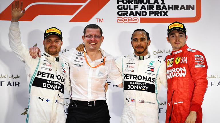 Hamilton nyerte Leclerc versenyét a drámai Bahreini GP-n