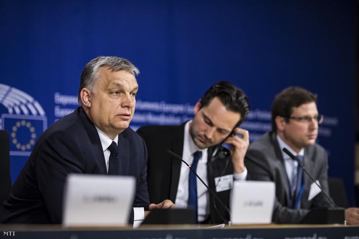 Orbán Viktor miniszterelnök sajtótájékoztatót tart az Európai Néppárt politikai közgyűlése után az Európai Parlament épületében, 2019. március 20-án