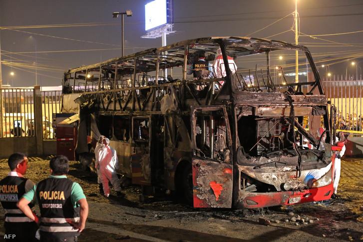 Kiégett busz Limában 2019. március 31-én