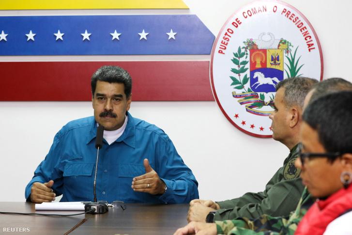 Nicolás Maduro beszél a kormány tagjaival Caracasban 2019. április 1-én