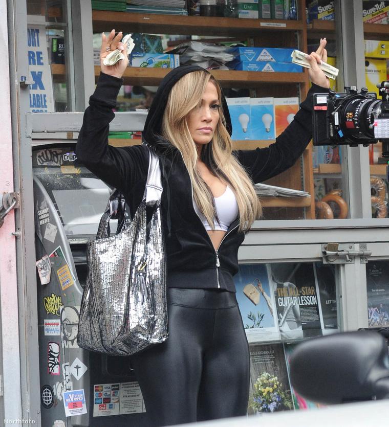 Jennifer Lopez a Hustlers című film egyik jelenetét forgatja.