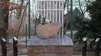 Mégis, mit akar kifejezni a Magyar nemzetközösség emlékműve?