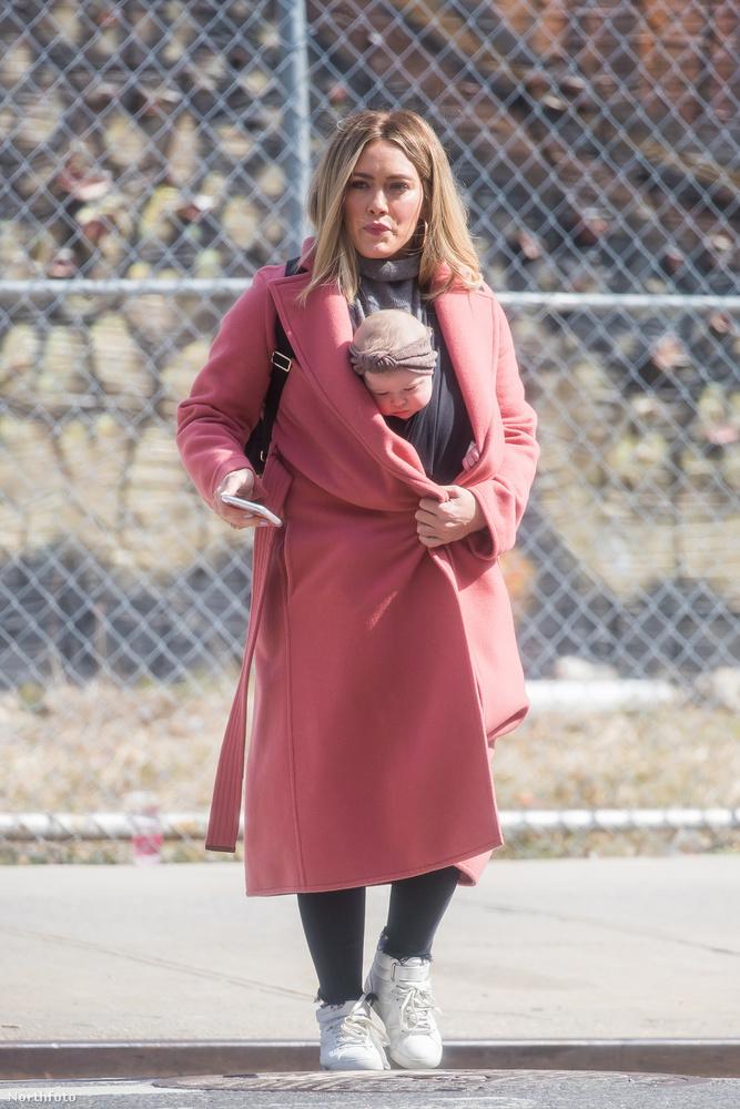 Hilary Duff az, akiről szó van, aki legutóbb Rachel McAdams mellpumpálós divatfotójának az őszinte változatát csinálta meg.