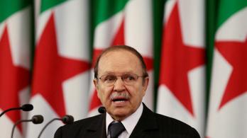20 év után lemond Algéria elnöke