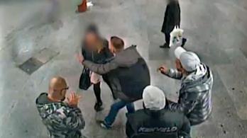 Vasárnap reggel verekedtek a Nyugati téri aluljáróban, keresi őket a rendőrség