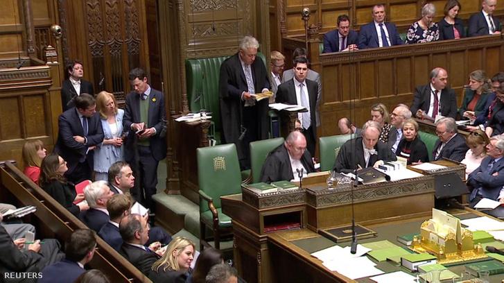 Kihirdetik a brit alsóházban az alternatív Brexit javaslatokról szóló szavazás eredményét 2019. április 1-én