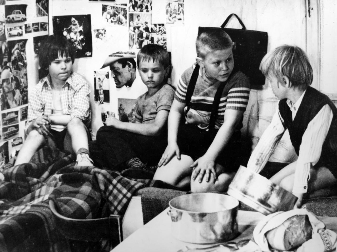 """""""Két hónapon át dolgoztunk, naponta fejenként 300 forintért, ami igencsak jó fizetés volt 1973-ban egy felnőttnek is, nemhogy egy gyereknek"""" – árulta el egy alkalommal Berkes Gábor."""