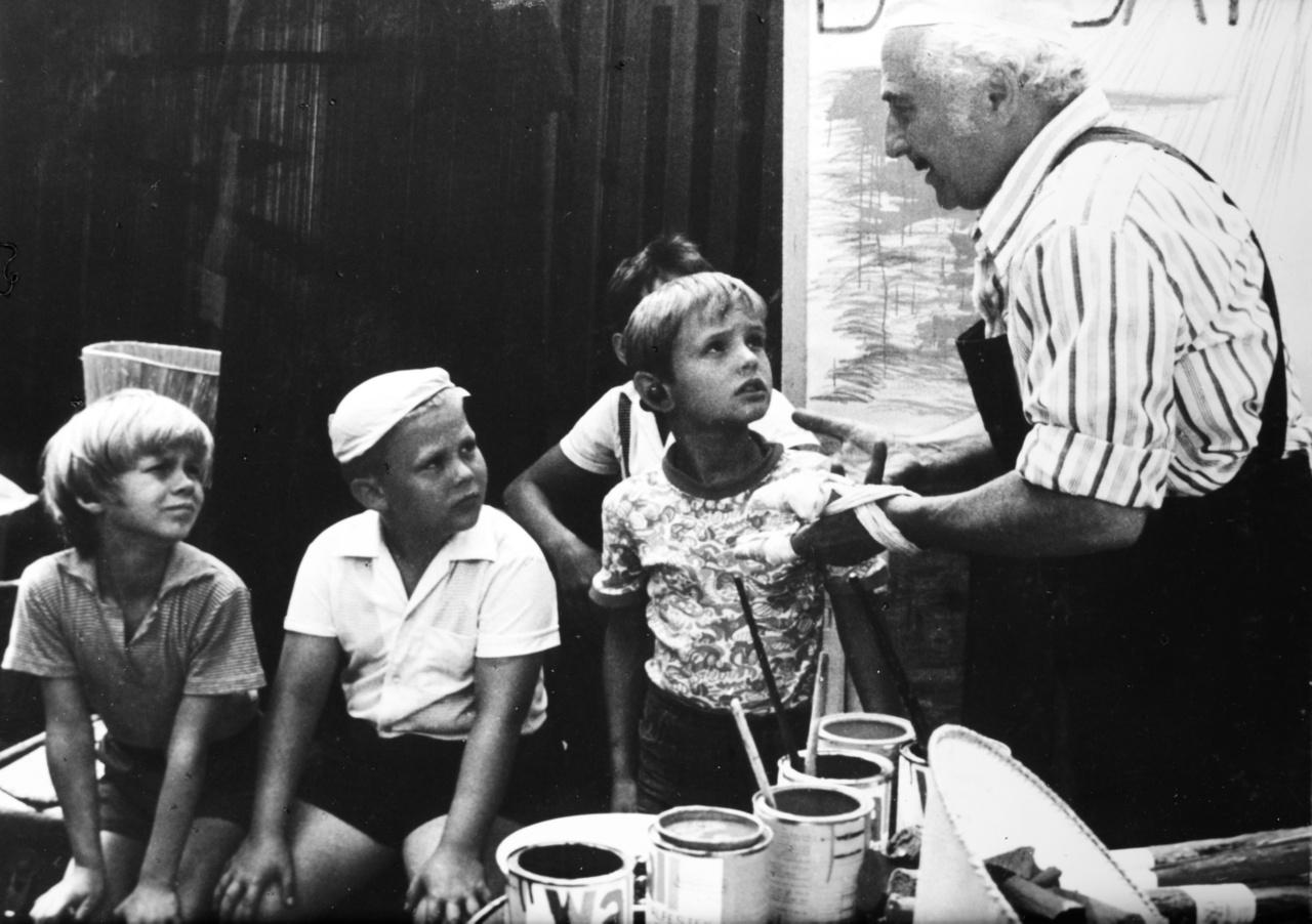 Kevésbé ismert tény, hogy Bagaméri valós személy volt, aki akkoriban árult fagylaltot Kisújszálláson, amikor Csukás István még gyerek volt. Az idősebb helyiek még emlékeznek is a háborús veteránra, Bagaméri Mihályra (tehát nem Jácintra, mint a filmben), akit az író megörökített a művében. Tőle kölcsönözte az elátkozott fagylaltárus vezetéknevét Csukás István, aki még vásárolt is a kisújszállási Bagaméritól.