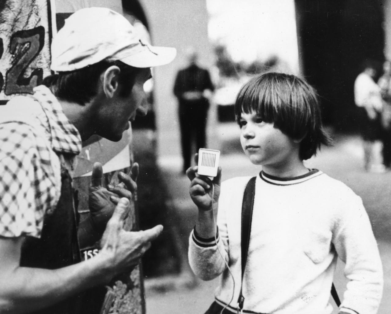 Kovács Krisztián valódi gyereksztár volt, aki 1969 és 1982 között összesen 17 filmben szerepelt. A Hahó, Öcsi! forgatása idején mindössze ötéves volt, a Keménykalap és krumpliorr három évvel később, 1973-ban forgott. Később az ismertséget megelégelve szakított a filmezéssel, majd informatikus lett. Angliában és Amerikában is élt, 2012-ben pedig motoros túrát tett a nyugati és a keleti part között. Évtizedek óta tudatosan kerüli a nyilvános szerepléseket, ezért jelenlegi életéről keveset tudni.