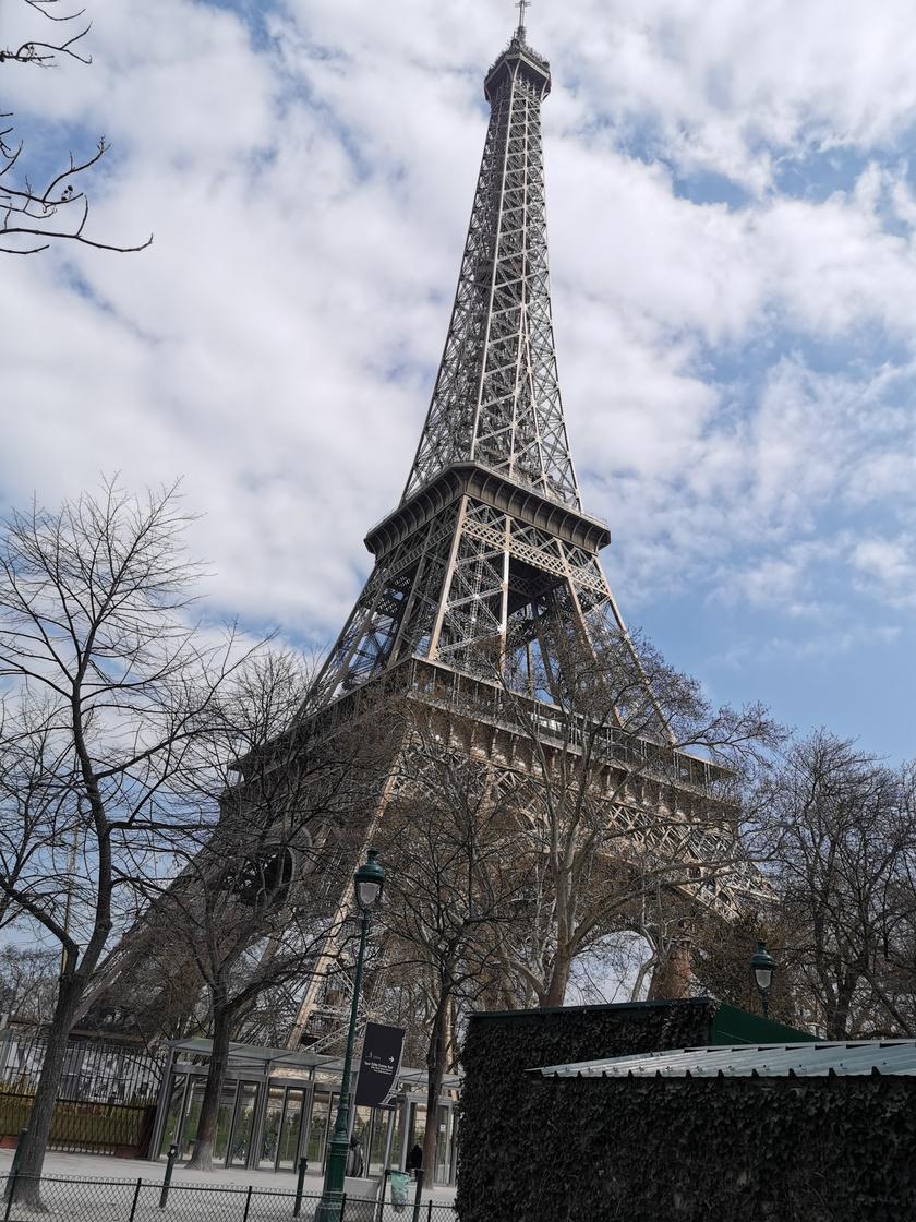 A világ egyik leghíresebb épülete, az Eiffel-torony egyszerűen gyönyörű ezen a fotón.