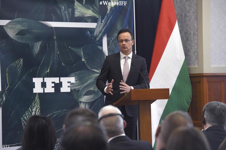 Szijjártó Péter külgazdasági és külügyminiszter beszél az International Flavours & Fragrances (IFF) beruházását bejelentő sajtótájékoztatón a Külgazdasági és Külügyminisztériumban 2019. április 2-án.