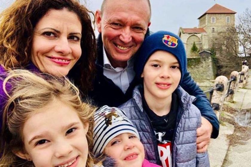 Győrfi Pál két lányával, kisebbik fiával és gyönyörű feleségével. Lányai az édesanyjuk szépségét örökölték.