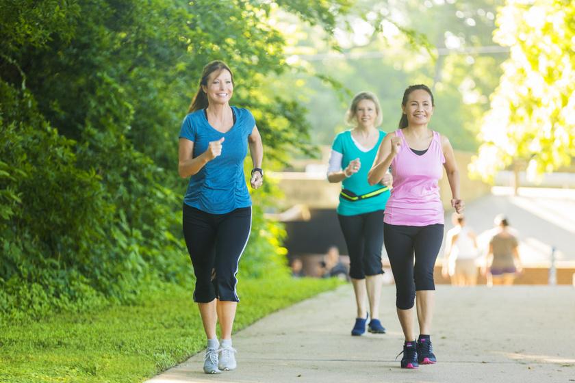 Az állóképességi, aerob sportok ellátják a testet oxigénnel, erősítenek. Ha a futás egyelőre nem megy, a gyors gyaloglás is tökéletes.