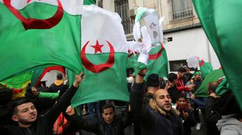 Lemondott a tüntetések hatására az algériai elnök