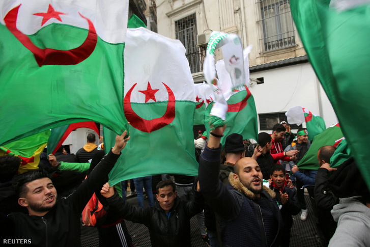 Tüntetők Algiersben