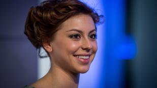 Döbrösi Laura: A Szomszédok az igazi magyar aranyélet