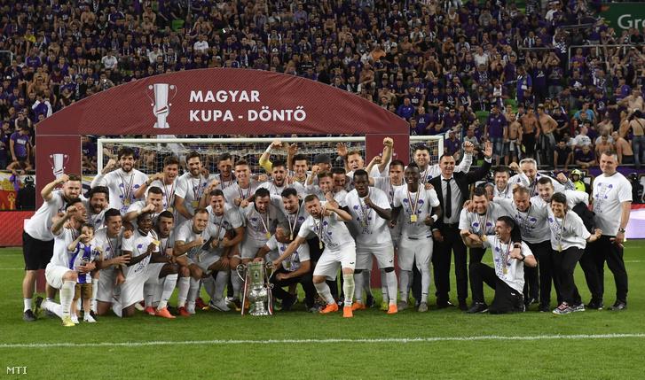 Az Újpest FC csapata a labdarúgó Magyar Kupa döntőjében játszott Puskás Akadémia FC - Újpest FC mérkőzés végén a Groupama Arénában 2018. május 23-án. Jubileumi tizedik sikerét aratta az Újpest, miután a 2-2-es döntetlent követően tizenegyesekkel legyőzte a Puskás Akadémia együttesét.