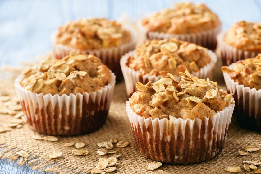A zabpehely rostban gazdag, jól variálható alapanyag, nem csak kekszekhez. A belőle készült muffin aszalt gyümölcsökkel és olajos magvakkal még finomabbá tehető, és 40 perc alatt készen is van.
