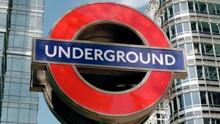 A londoni metrón maszturbált egy nő, a rendőröknek azt mondta, csak vakarózott