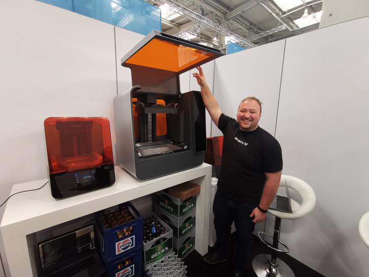 Lakatos Dávid a Form 3 és 3L nyomtatókkal a Messe kiállításon