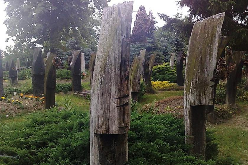 A csónakos temető mára valóságos látványosságnak számít a kirándulók körében.