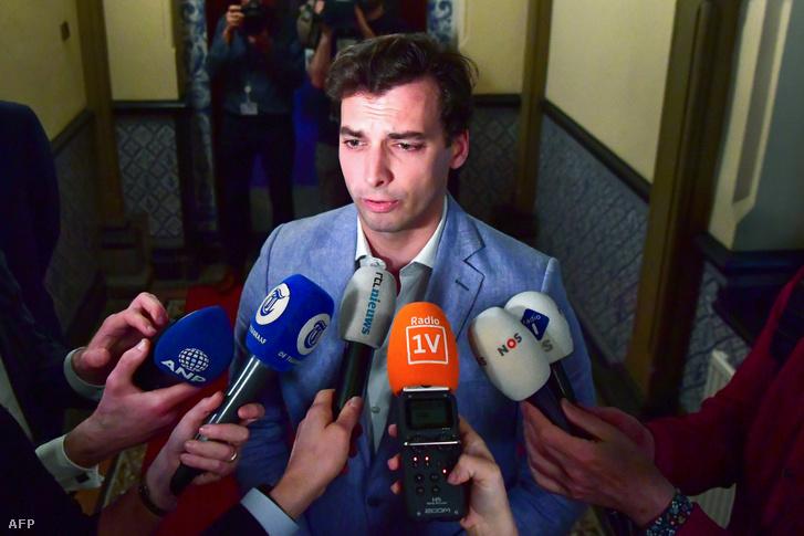 Thierry Baudet beszél a sajtónak egy nappal a választások után Hágában 2019. március 21-én.