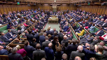 Évtizedek óta az első döntetlen jött ki a brit alsóházban