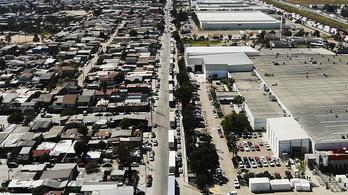 Trump mozdult egyet, több száz kamion rekedt a mexikói-amerikai határon