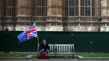 Brexit: törvényben kötelezi Mayt halasztásra az alsóház