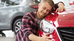Autókkal szexel egy pécsi férfi