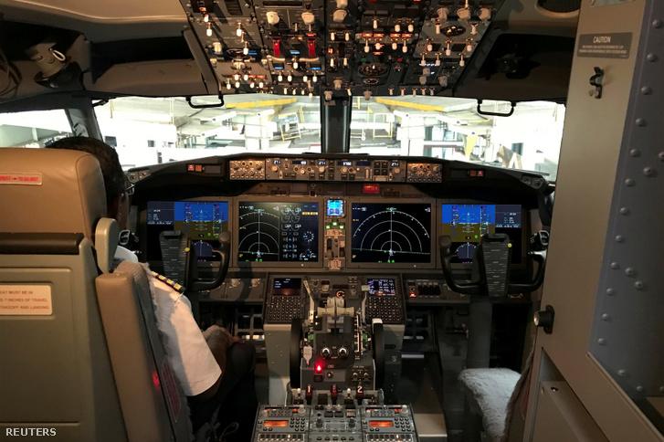 Boeing 737 MAX 8 pilótafülkéje