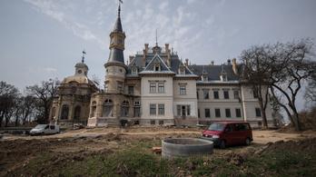 Hotel lesz a legfranciább magyar kastélyból