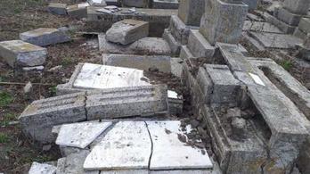 Feldúltak egy romániai zsidó temetőt