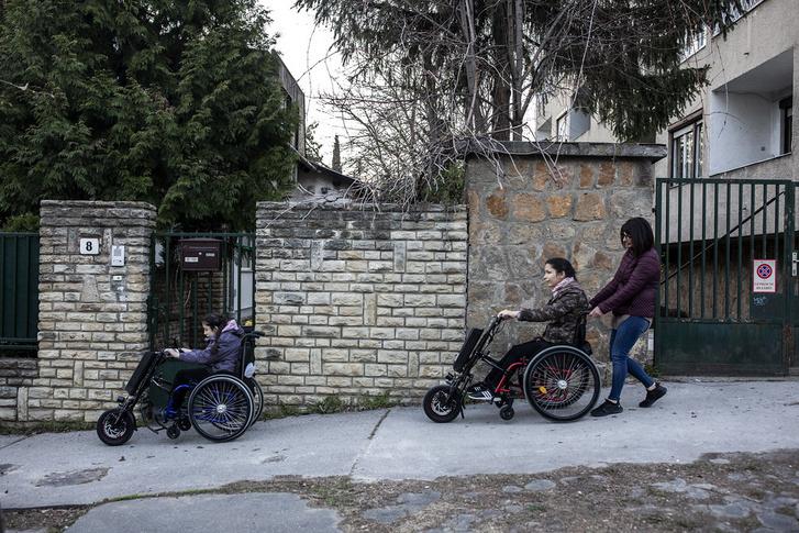 Nagy Anna egyedül gondozza két mozgássérült lányát, most új albérletet kell keresniük.