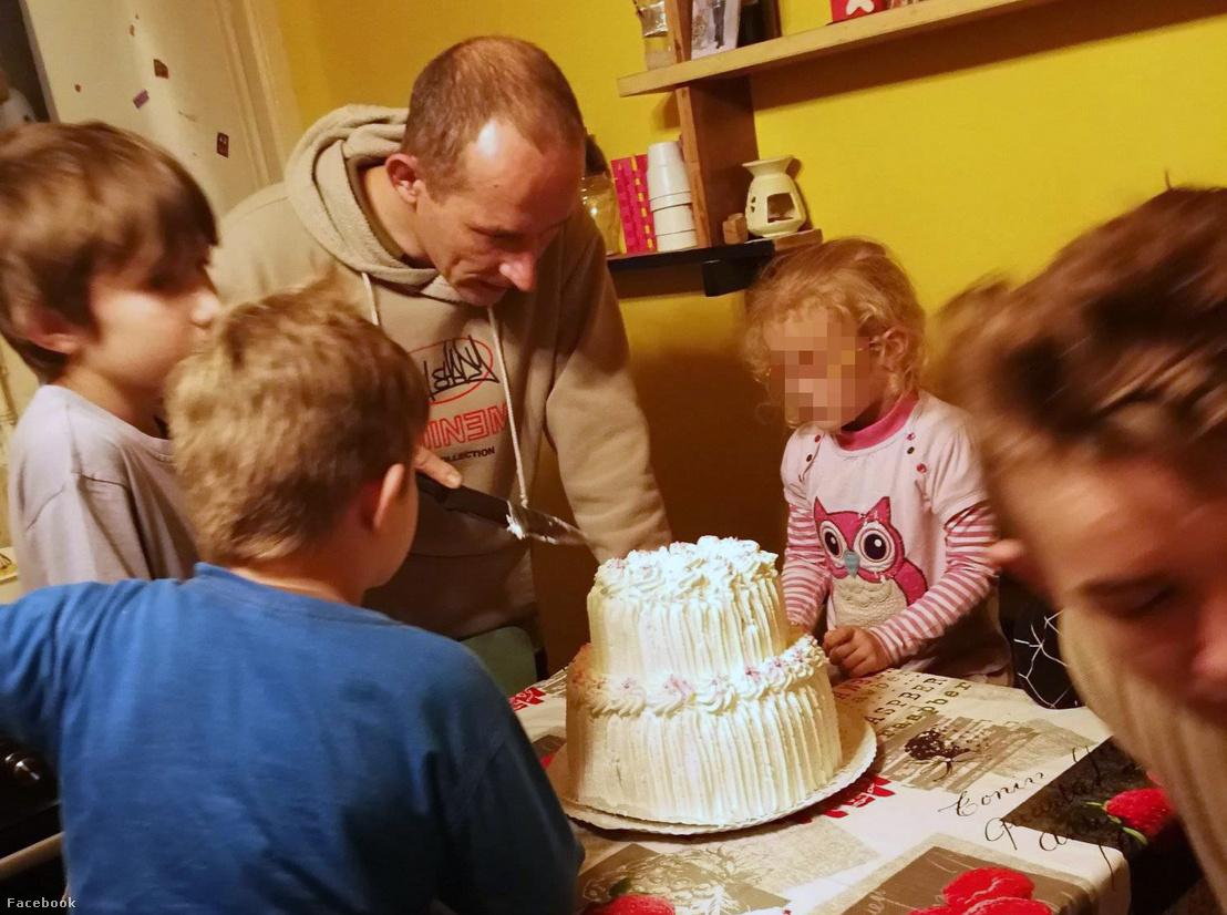 Molnár Zsolt és négy gyermekük