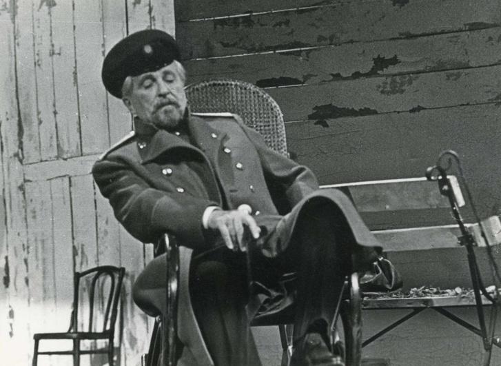 Páger Csebutkin szerepében 1972-ben, a Vígszínház Három nővér című előadásán