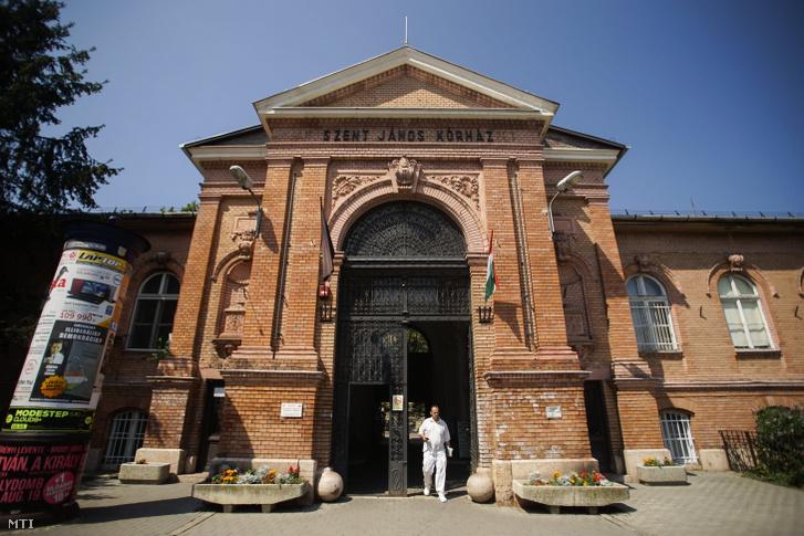 A budapesti Szent János Kórház bejárata