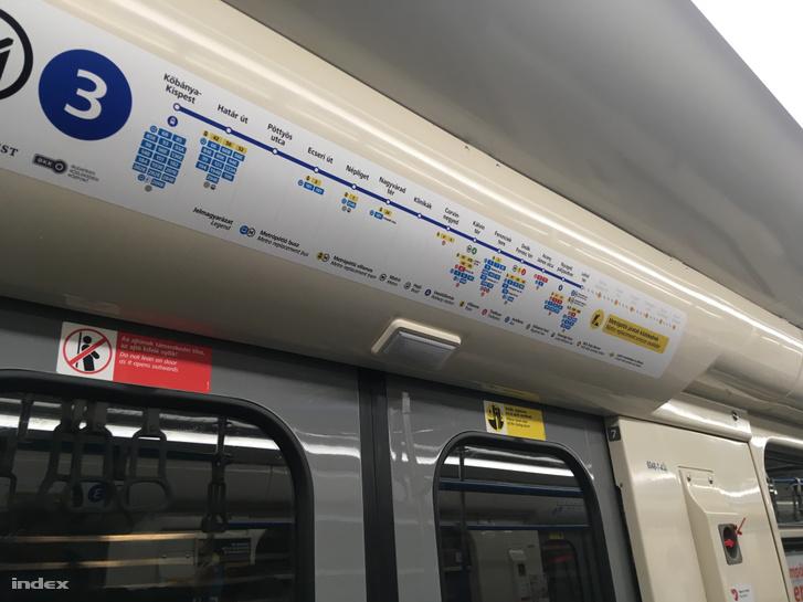 Hármas metró szerelvény matrica 2019. április 4-én