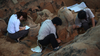 Megfejtették, mitől csillognak kétezer év után is a kínai agyagkatonák fegyverei