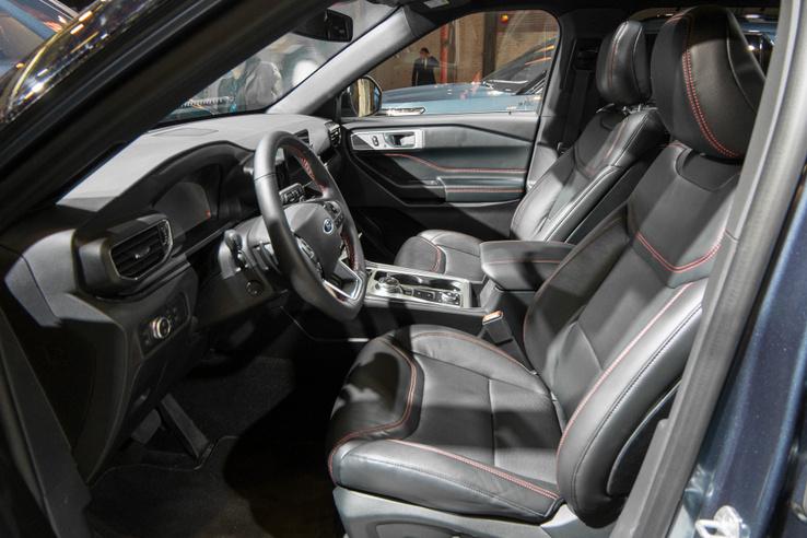 Rendes, full-size SUV, üléshűtés-fűtés természetesen van