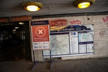 Újpest városkapunál kint felejtett tábla 2019. április 4-én