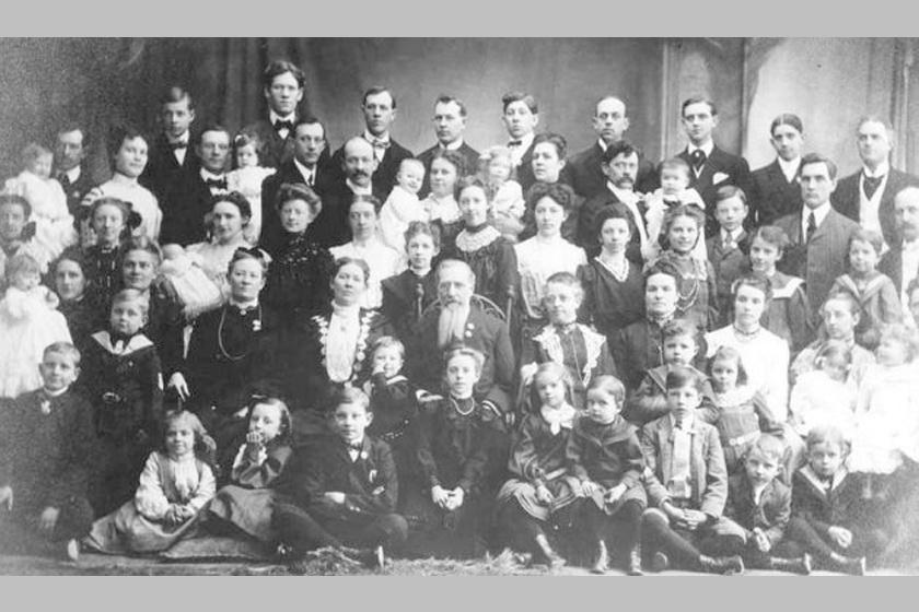 Az interneten keringő fotó, melyet tévesen a Vasziljev családnak tartanak, középen Fjodorral, ám fotográfia a 19. század elejétől létezik, azt Fjodor már nem érte meg, mert 1782-ig élt.