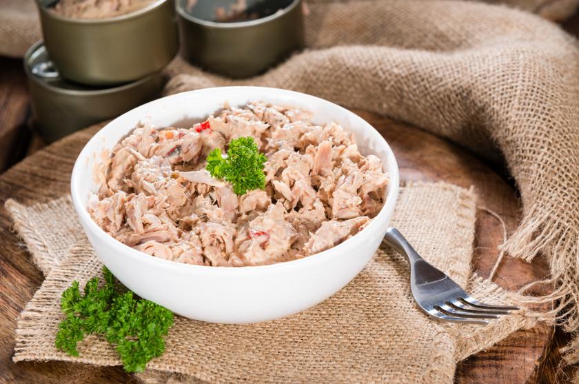A konzerv tengeri halak ajánlottak pajzsmirigy-alulműködés esetén, hiszen jódot, cinket is tartalmaznak, továbbá a hormonszint egyensúlyához hozzájáruló szelént és a jód hasznosulásához is szükséges A-vitamint. A tonhalas-cukkinis tészta gyors ötlet ebédre.