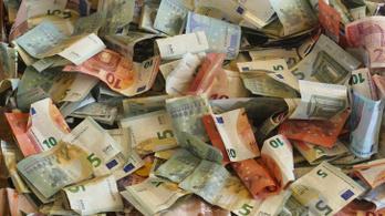 A bankár, aki a gazdag ügyfelek pénzéből utalt a szegényeknek