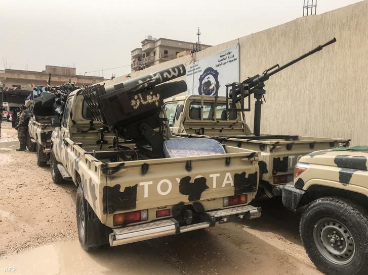 A Závija milícia járművei 2019 április 5-én