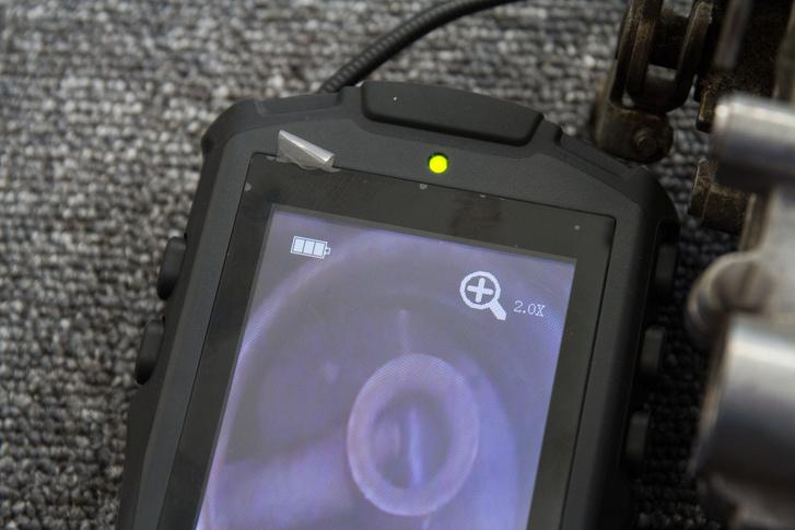 A zoomolás néha hasznos lehet. Viszont gyér fényben megszűnnek a színek és a kontraszt is gyenge